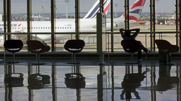 Парижский аэропорт частично эвакуировали из-за туфель «модной» журналистки