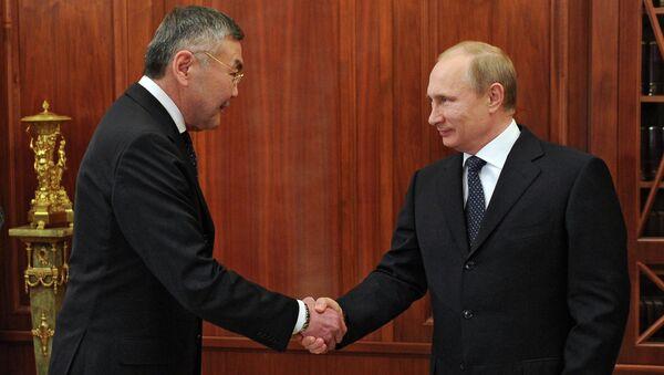Рабочая встреча В.Путина с главой Калмыкии А.Орловым. Архивное фото