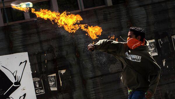 Участник акции протеста в Венесуэле