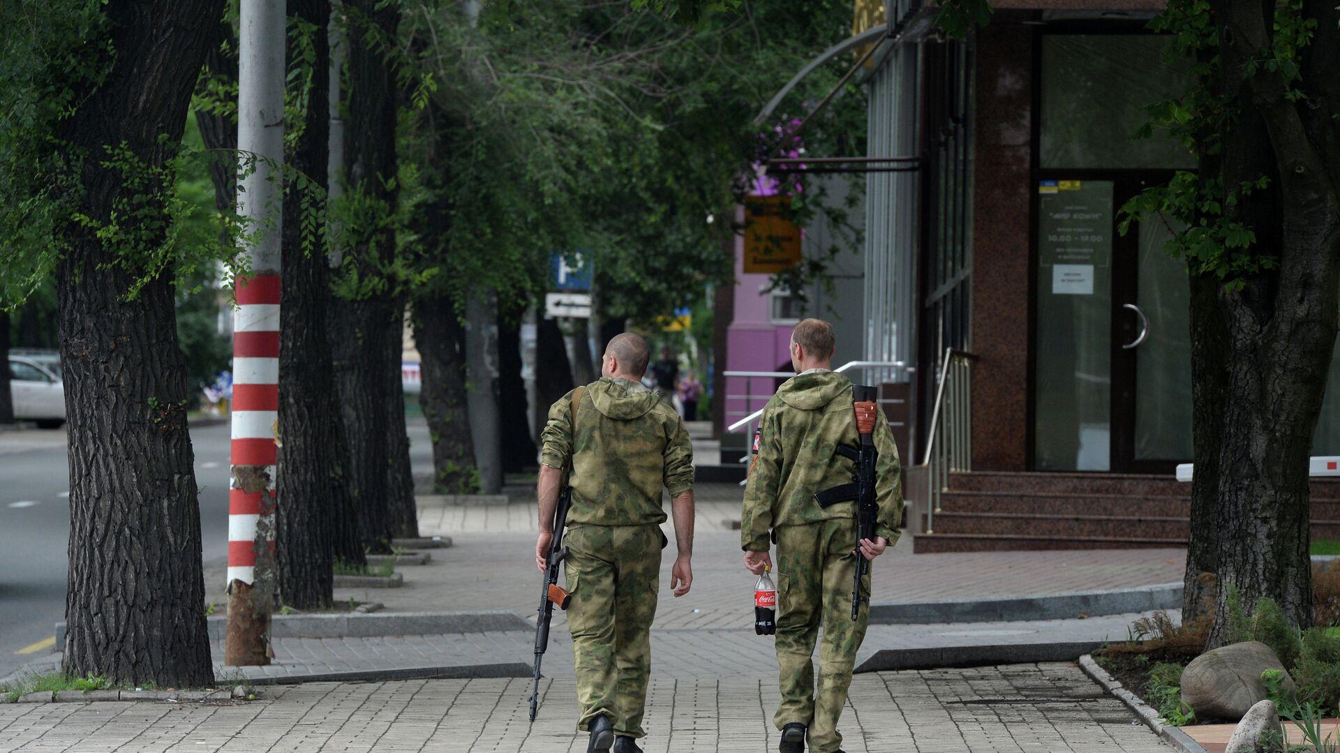 Ополченцы Донбасса на одной из улиц города Донецка - РИА Новости, 1920, 05.11.2020