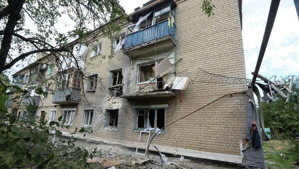 Разрушенный дом в городе Марьинки под Донецком. Архивное фото