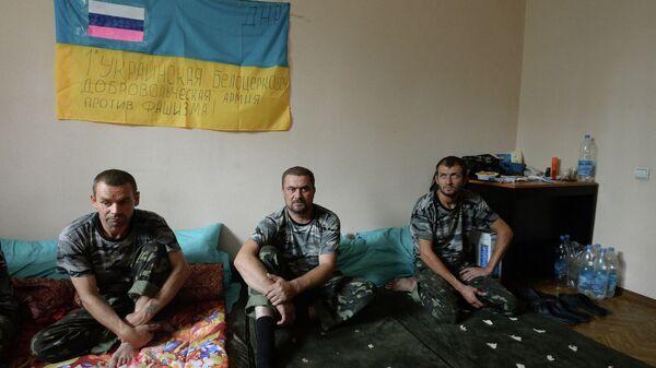 Пленные военнослужащие украинской армии в штабе ополчения в городе Горловка Донецкой области