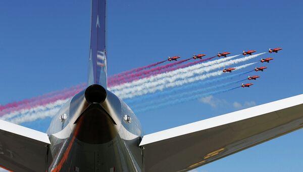 Пилотажная группа Red Arrows (RAF) Королевских ВВС на авиасалоне Фарнборо 2014