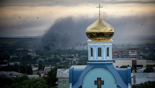 Луганск во время обстрела. Архивное фото