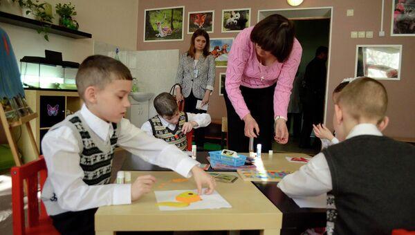 Волонтеры на занятии с воспитанниками детского дома