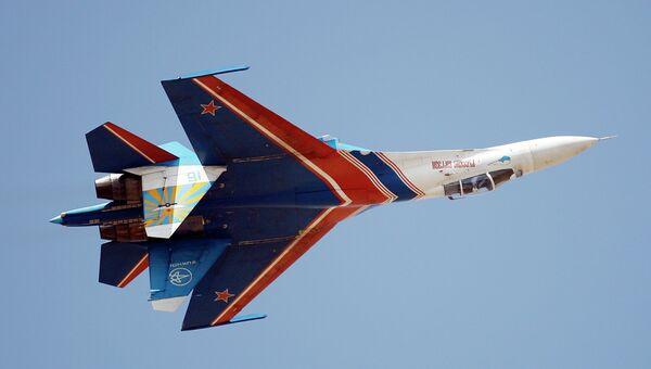 Российский истребитель СУ-27 из пилотажной группы Русские Витязи. Архивное фото
