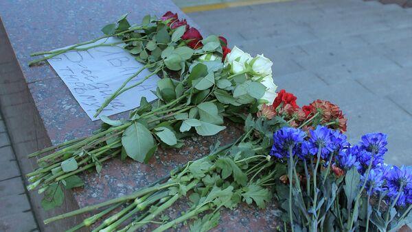 Цветы на месте трагедии в московском метро