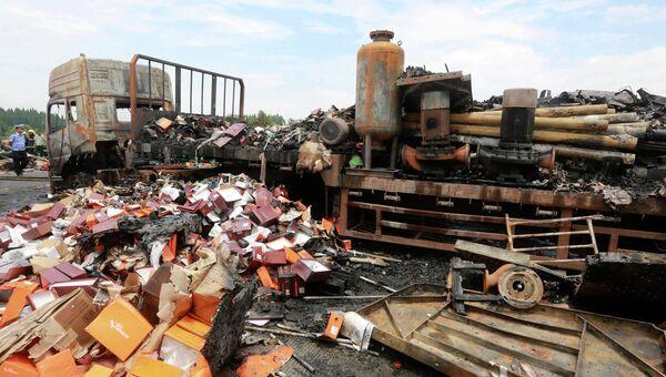 ДТП в Китае, где столкнулись грузовик и автобус, 19 июля 2014