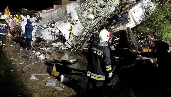 На месте крушения самолета ATR-72 авиакомпании TransAsia Airways на Тайване