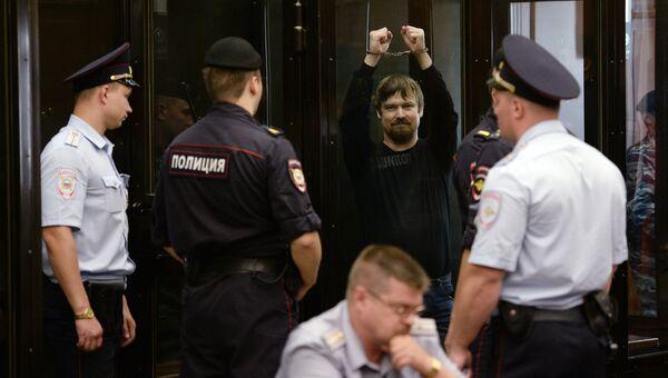Обвиняемый в подготовке массовых беспорядков оппозиционер Леонид Развозжаев в зале заседаний Мосгорсуда. Архивное фото