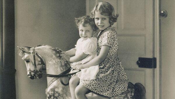 Принцессы Елизавета (будущая Елизавета II) и Маргарет. 1932 год.