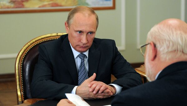 В.Путин провел рабочую встречу с М.Федотовым. Архивное фото