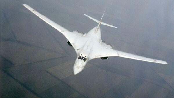 Сверхзвуковой стратегический бомбардировщик Ту-160. Архивное фото