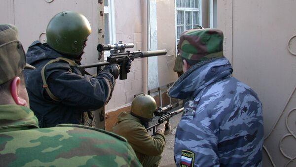Дагестанская полиция во время спецоперации, архивное фото