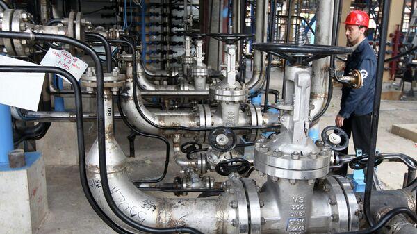 Нефтеперерабатывающий завод в Белоруссии. Архивное фото