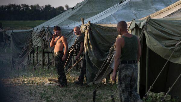 Украинские военнослужащие в палаточном лагере в Ростовской области. Архивное фото