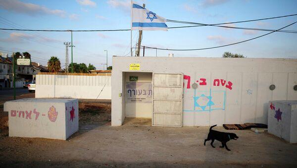 Вход в бомбоубежище в израильском городе Ашкелон