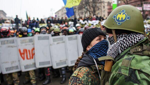 Отряды Самообороны Майдана у баррикад на улице Крещатик. Архивное фото