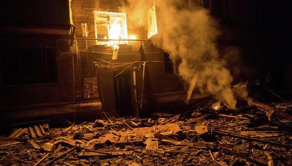 Последствия артиллерийского удара по жилым домам Славянска, архивное фото
