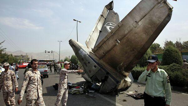 Работы на месте падения самолета Taban Airlines в Иране