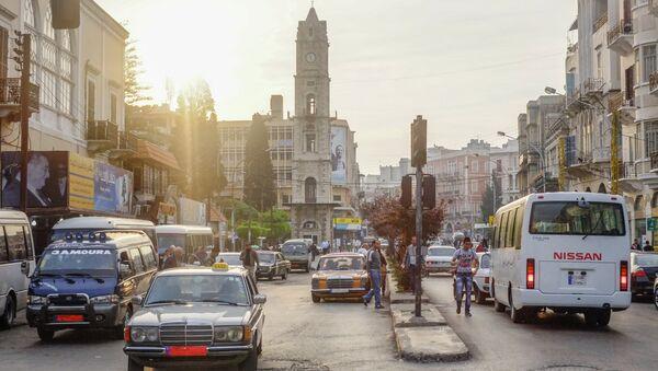 Автомобильное движение на одной из улиц Триполи. Архивное фото