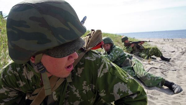 Передовой отряд десантников во время учений по высадке морского и воздушного десанта. Архивное фото