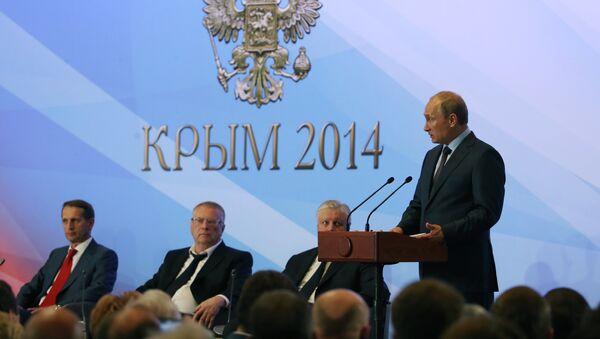 Президент РФ Владимир Путин выступает на встрече в Ялте с членами фракций политических партий Государственной Думы РФ