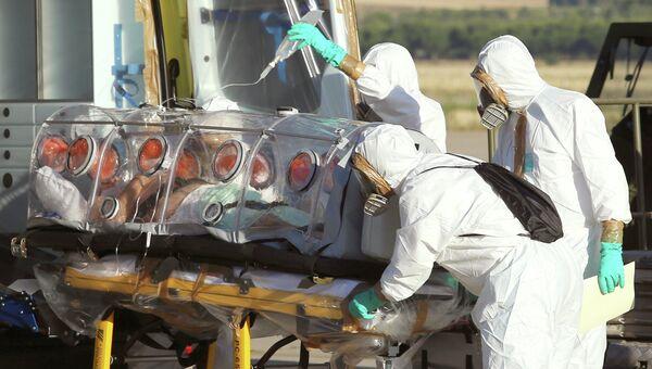 Госпитализация зараженного вирусом Эбола в Испании. Архивное фото