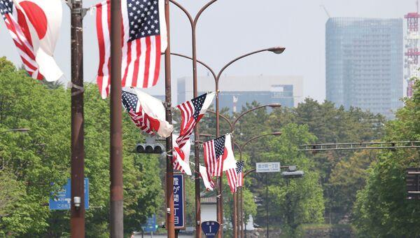 Флаги США и Японии. Архивное фото
