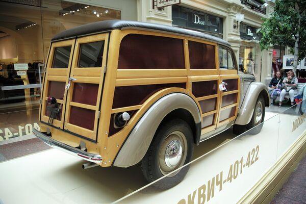Выставка классических советских автомобилей в ГУМе