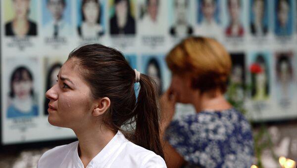 Местные жители на траурном мероприятии в годовщину трагедии в Беслане