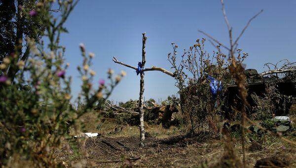 Могила украинского военного у села Осыково, Донецкая область