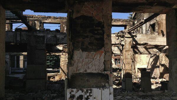 Разрушения после обстрела в городе Моспино Донецкой области. Архивное фото