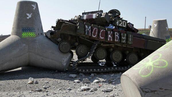 Подбитый украинский танк. Архивное фото