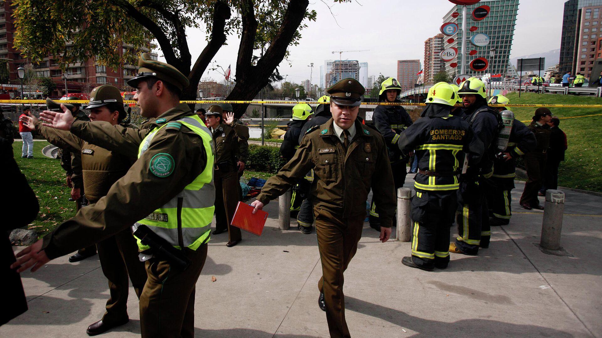 Полицейские на месте взрыва рядом со станцией в Сантьяго, Чили - РИА Новости, 1920, 20.09.2020