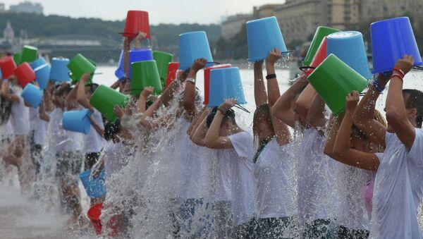 Участники всемирной благотворительной акции Вызов ледяной водой (Ice Bucket Challenge). Архивное фото
