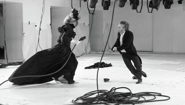 Сцена из спектакля О-й. Поздняя любовь
