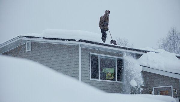 Засыпанный снегом дом в США. Архивное фото