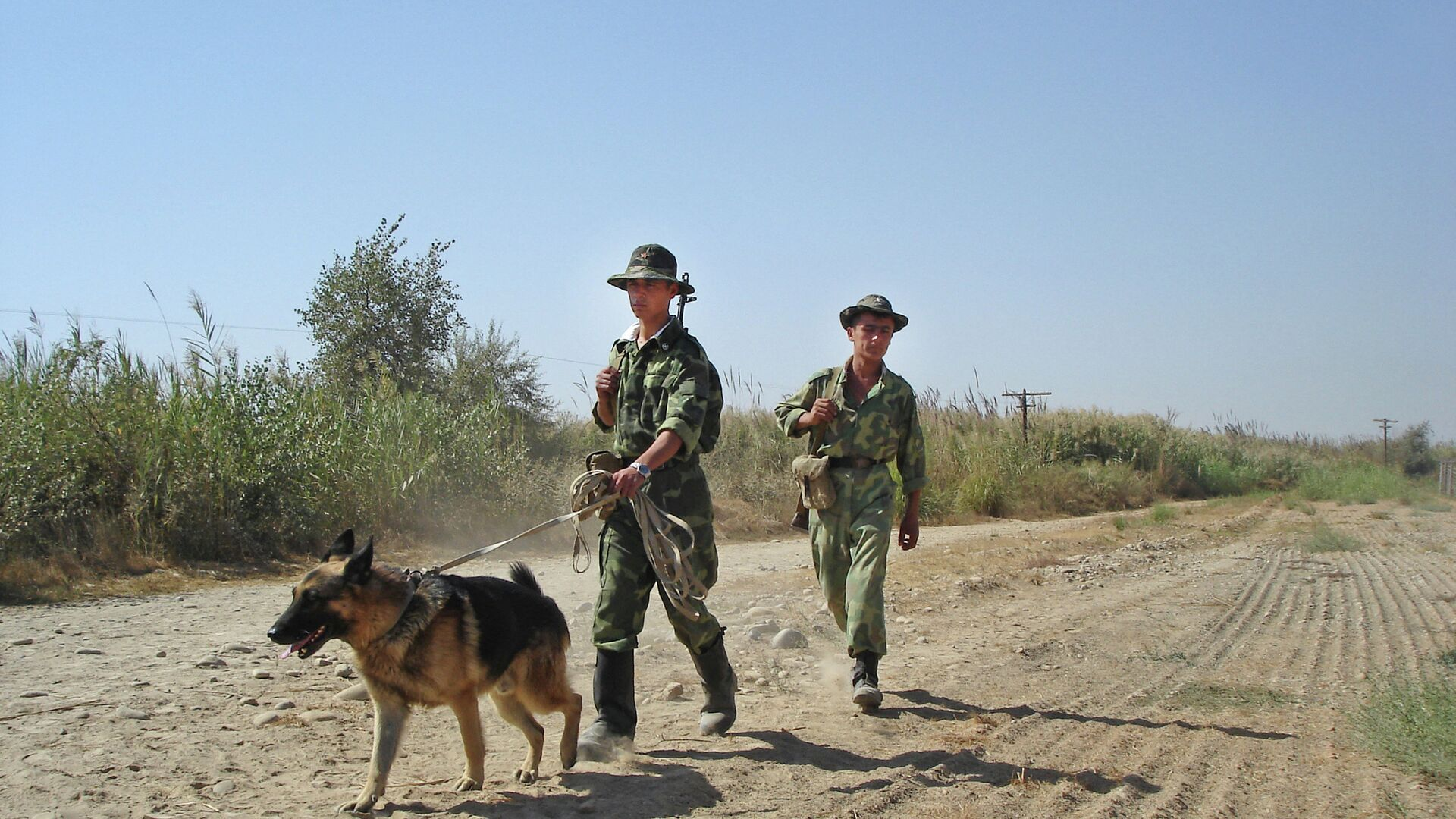 Таджикские пограничники на таджикско-афганской границе - РИА Новости, 1920, 22.07.2021