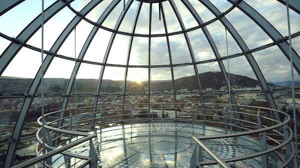 Купол над зданием президентского дворца в Тбилиси, архивное фото
