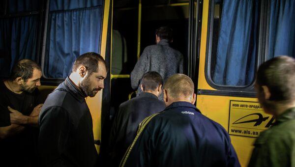 Ополченцы во время обмена пленными между ополченцами и силовиками, 21 сентября 2014