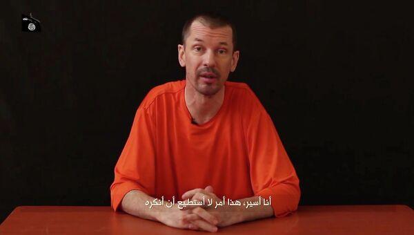 Кадр из видео с британским журналистом Джоном Кэнтли. Архивное фото