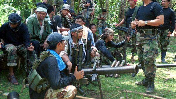 Боевики филиппинской террористической организации Абу Сайяф, архивное фото
