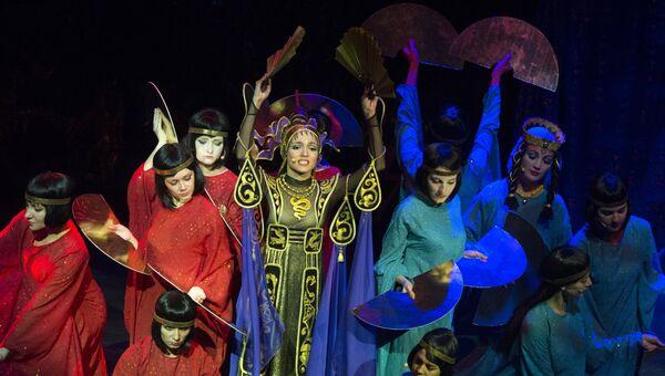 Актриса Кристина Колес в роли Турандот во время премьеры мюзикла Загадки Турандот