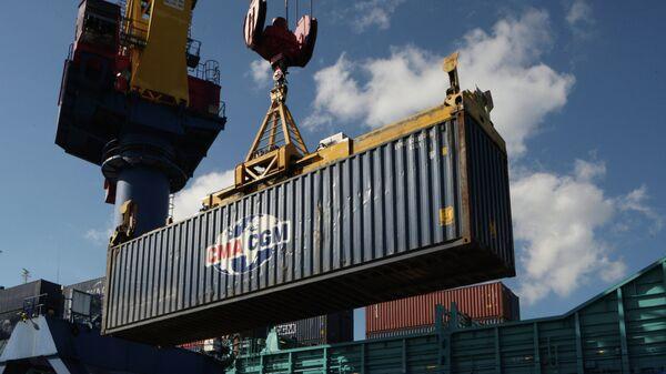 Погрузочно-разгрузочные работы в контейнерном терминале Калининградского морского торгового порта