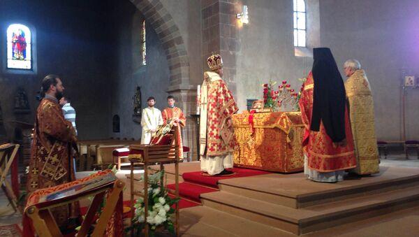 Богослужение в храме святого Трофима в Эшо