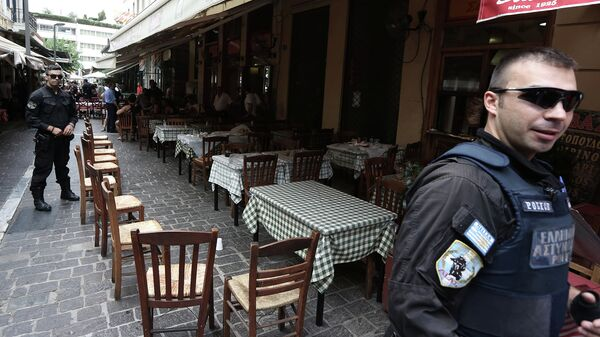Сотрудники греческой полиции на улице Афин. Архивное фото