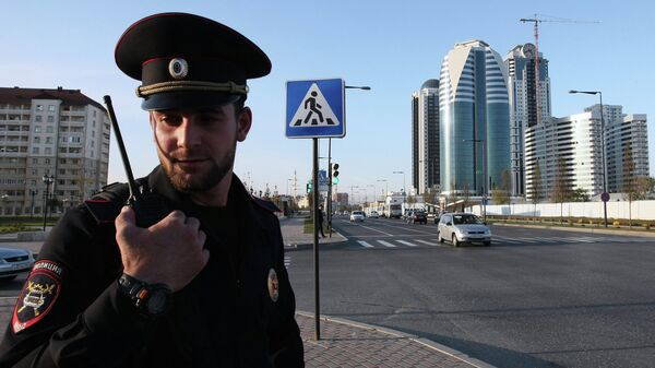 Сотрудник полиции на одной из центральных улиц Грозного. Архивное фото