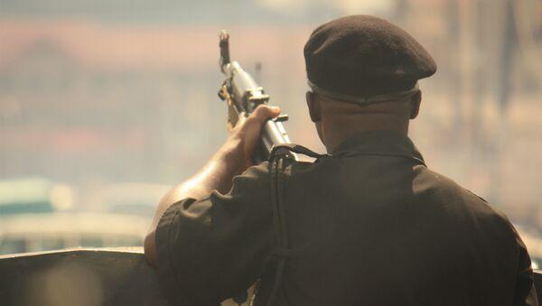 Вооруженный солдат в Нигерии, архивное фото
