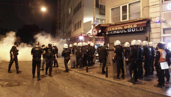 Столкновения протестующих с полицией в Турции